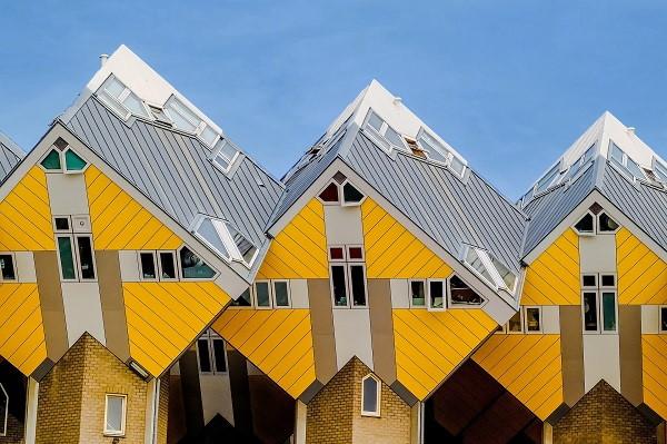 Een zicht op de Kubuswoningen in centrum van Rotterdam