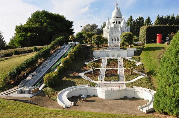 Een blik op Basilique du Sacré-Coeur in Parijs