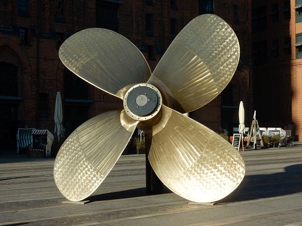 Een blik op een propeller vlakbij het Maritiem Museum