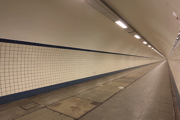 Een blik op de Sint-Annatunnel in Antwerpen