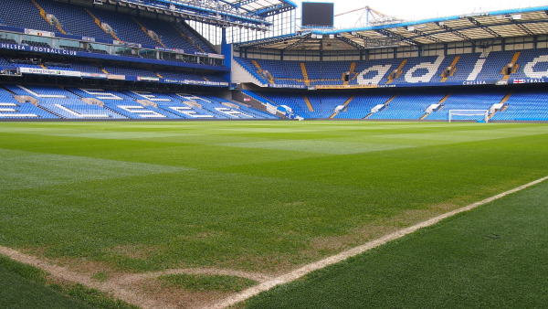 Een fraai zicht op het voetbalstadion van Chelsea FC